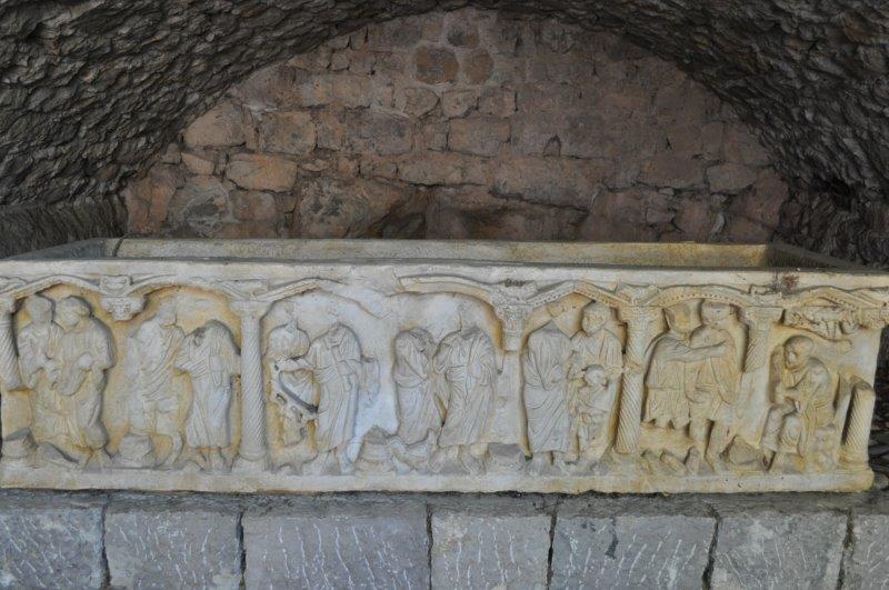 17.06.25.216.sarcophage marbre