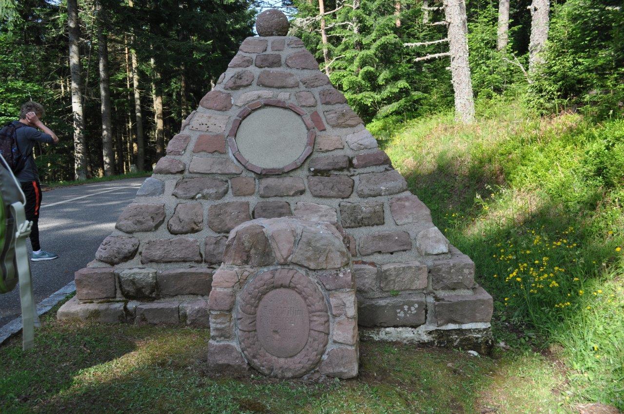 18.06.03.383.stèle ancien cimetière baerenstall
